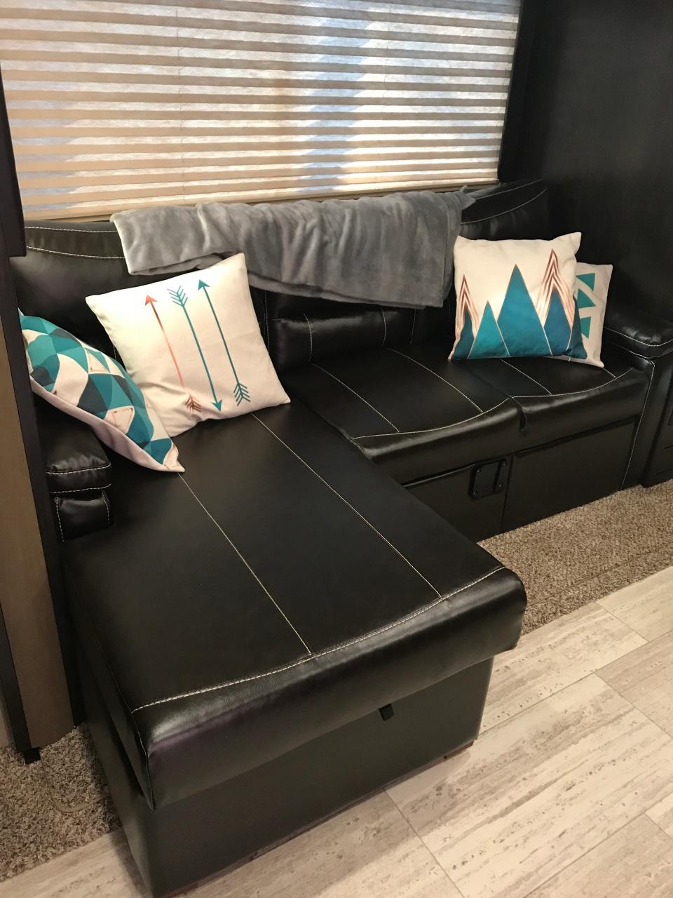 Grand Design Imagine Couch